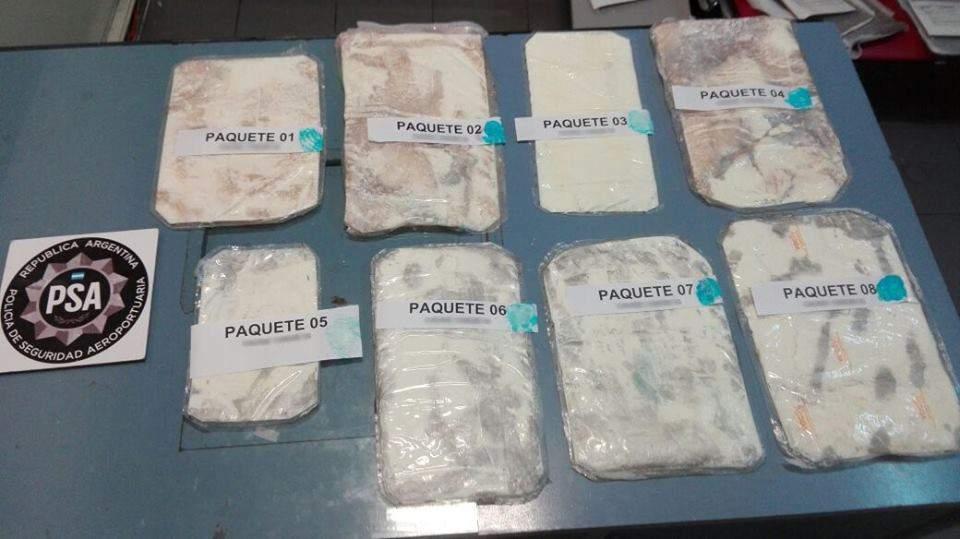 В аэропорту Буэнос-Айреса задержали мужчину с партией кокаина (Фото)