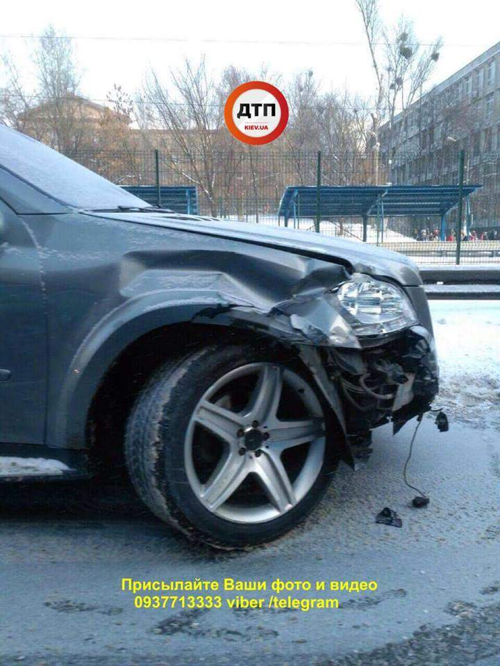 В Киеве столкнулись несколько авто. Есть пострадавшие (Фото)