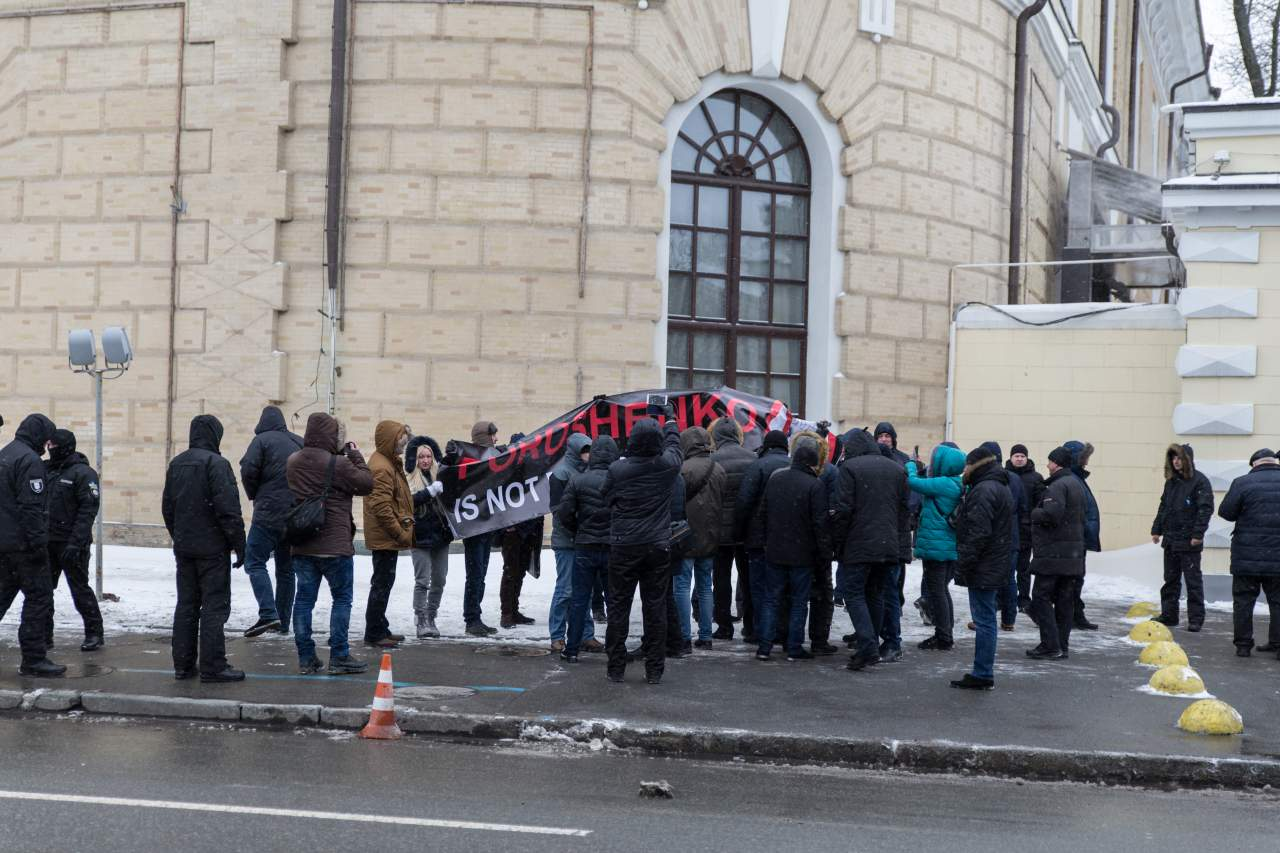 Под Мистецким Арсеналом между активистами и нацгвардией произошел конфликт