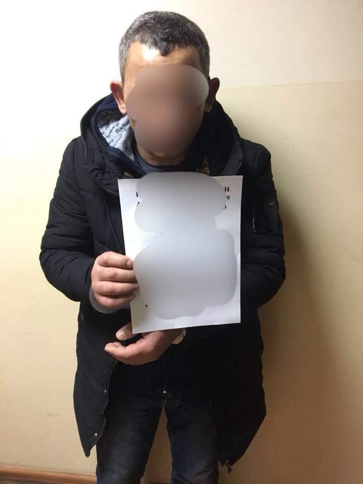 В Одессе задержали «криминальных» туристов, совершивших вооружённое нападение на мужчину (Фото)
