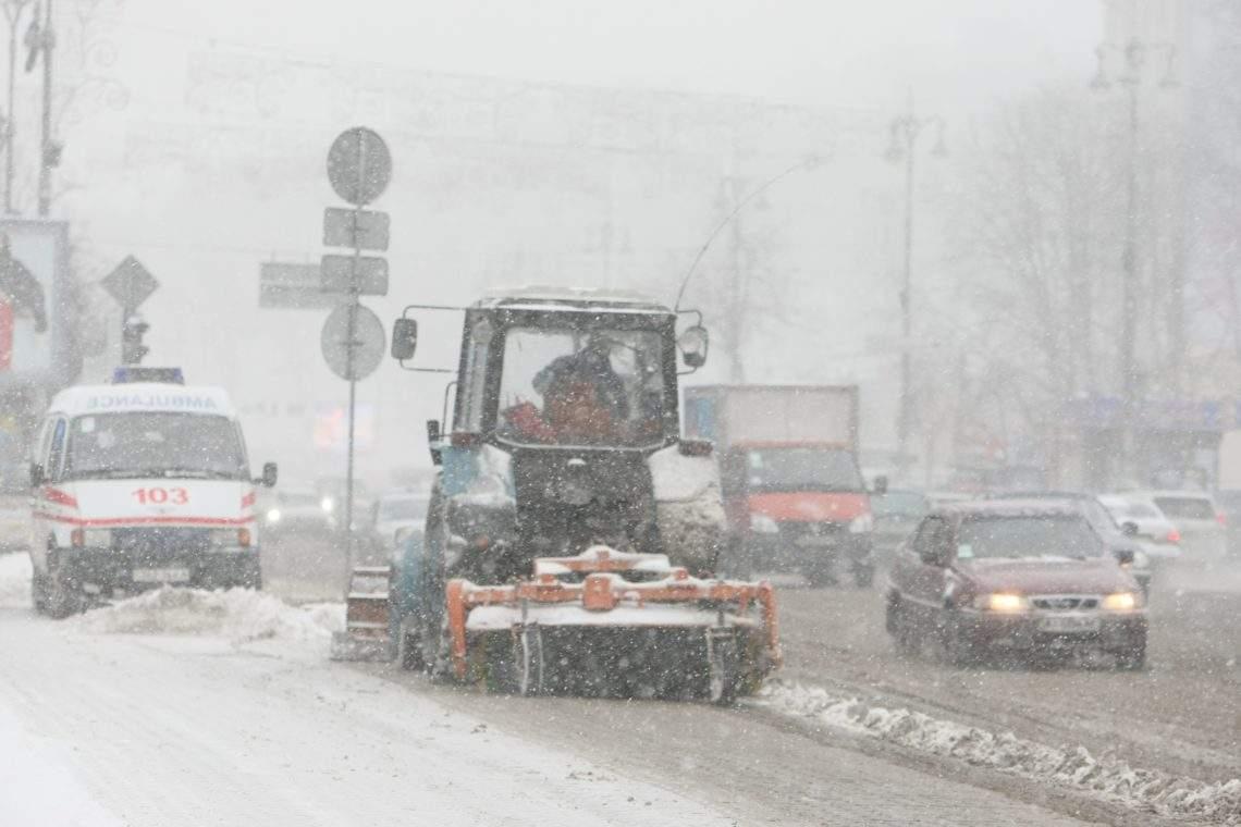 Из-за снегопада на въезде и выезде из столицы образовалась огромная пробка
