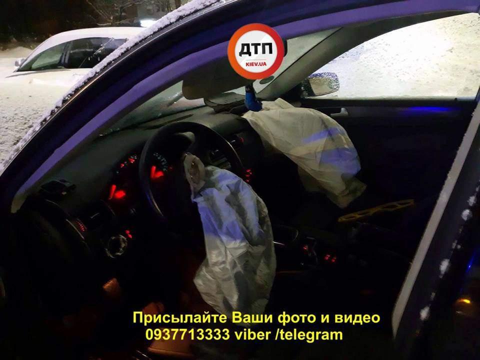 В Киеве произошло лобовое ДТП, трое пострадавших (фото)