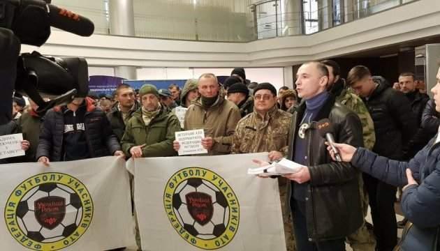 Ветераны АТО потребовали увольнения первого вице-президента ФФУ  Костюченко