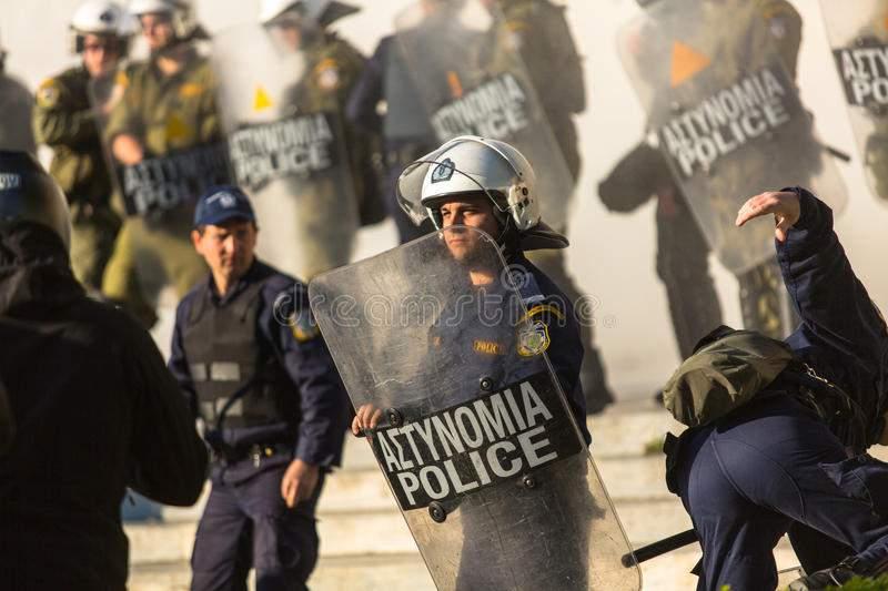 В столице Греции разгромлены несколько магазинов
