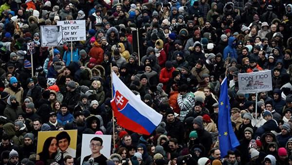 В Словакии на улицы  вышли тысячи людей, чтобы почтить память журналиста