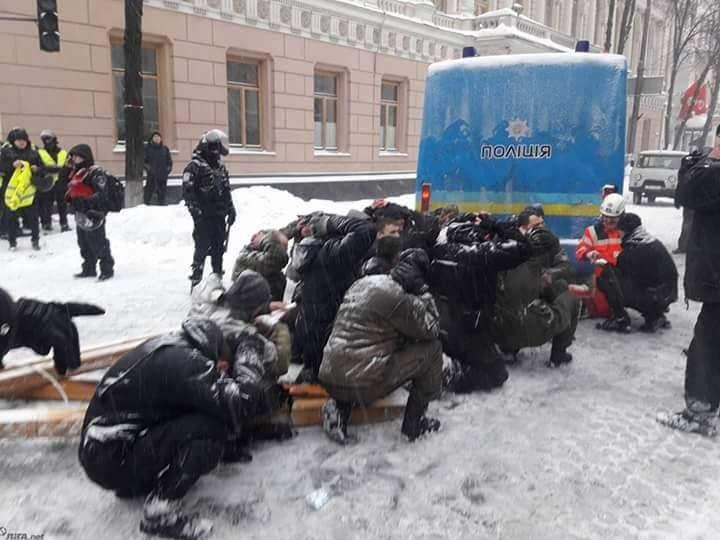 Всех задержанных во время сноса палаточного городка под ВР отпустили