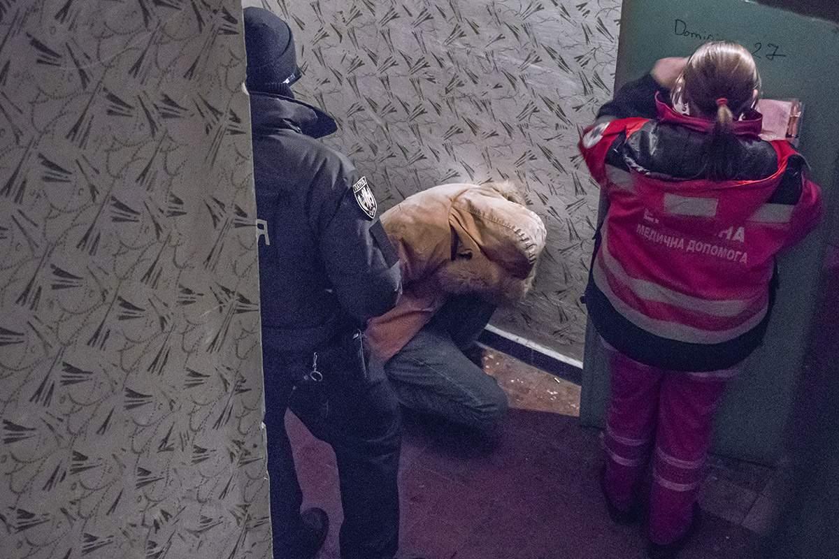 В столице пьяный мужчина после убийства выпрыгнул в окно (фото)