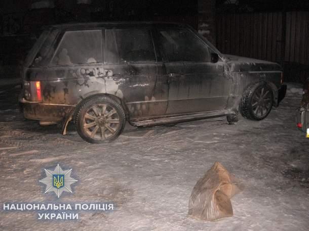 В Ровно неизвестные сожгли элитный автомобиль местного бизнесмена (фото)
