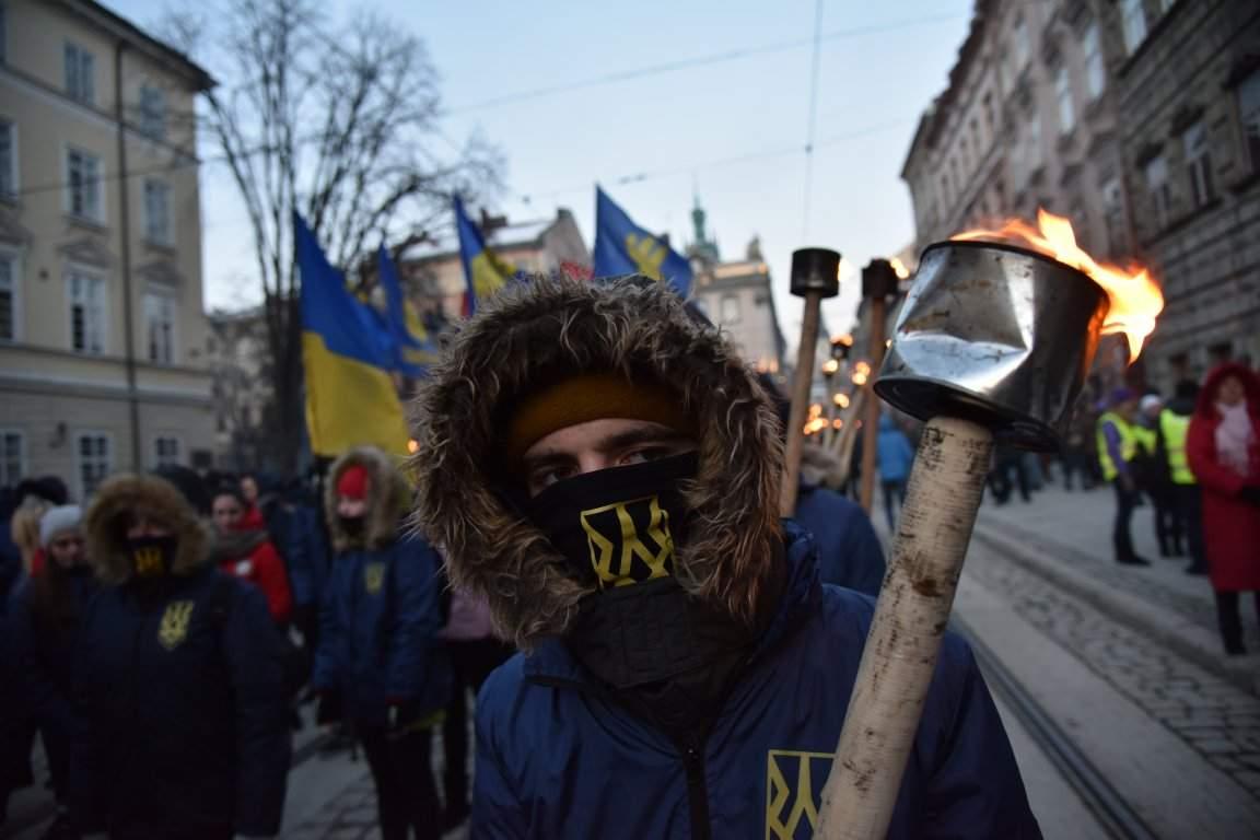 Во Львове прошло факельное шествие в честь главнокомандующего УПА Романа Шухевича (фото)