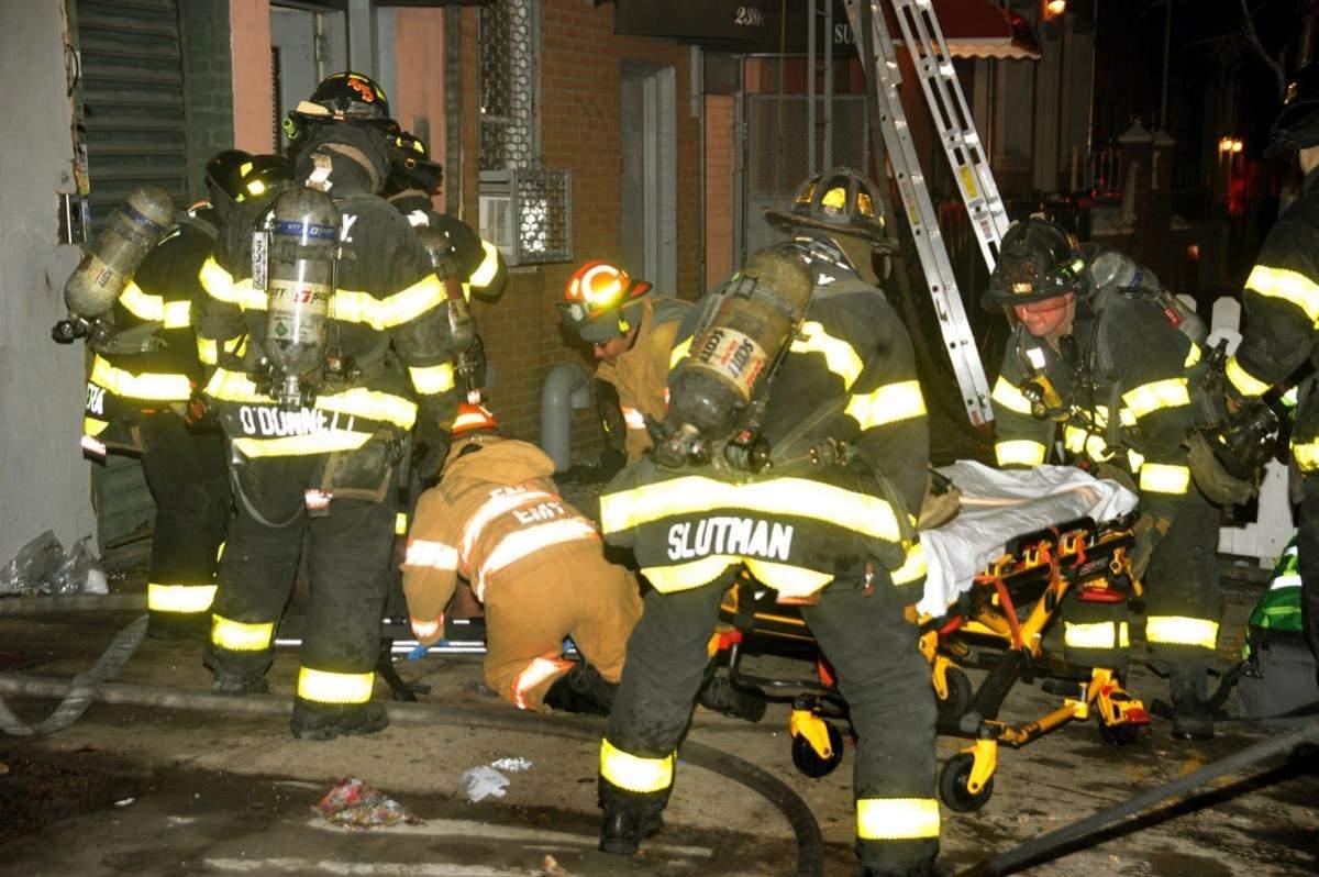 В Нью-Йорке произошел пожар, в результате которого пострадало 12 человек