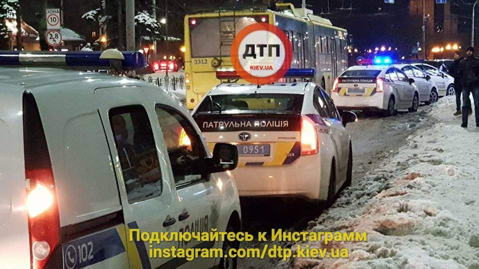 В Киеве неизвестные в балаклавах напали на Лото Маркет (Фото)