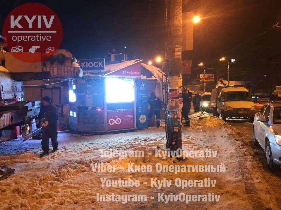 В столице произошел ночной демонтаж МАФа (Видео)