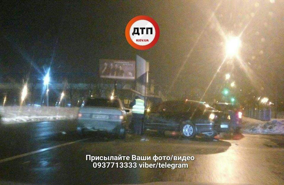 В Киеве произошло серьезное лобовое столкновение