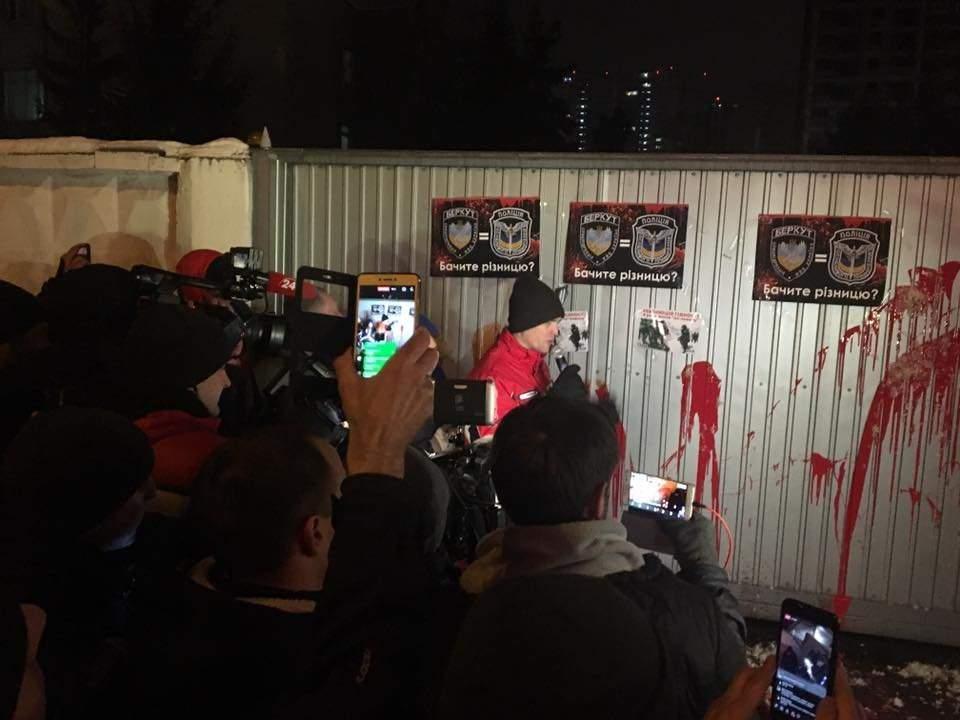 В Киеве активисты пикетировали базу полиции особого назначения (фото)