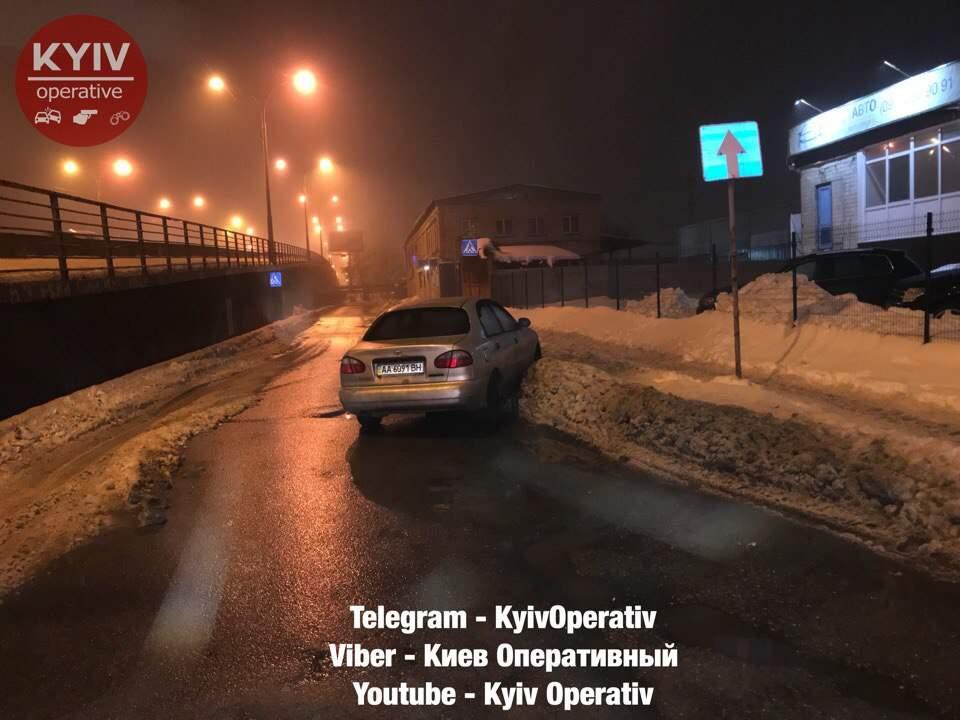 Спешил к любимой и врезался в сугроб: в столице задержали пьяного водителя (фото)