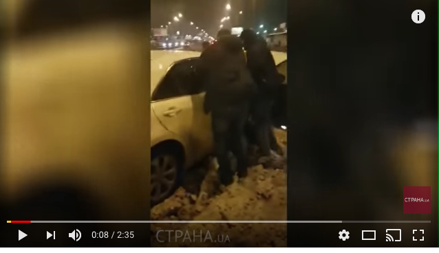 Появилось видео, как киевский полицейский забросал гранатами СБУшников (видео)