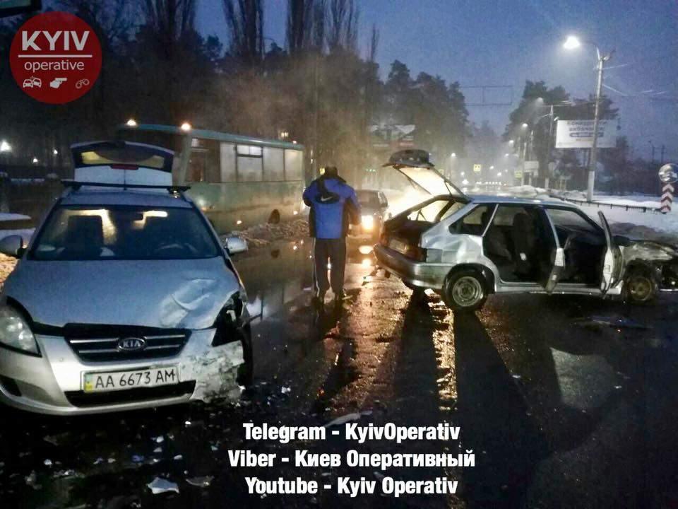 В Киевской области произошло серьезное ДТП, столкнулись автомобили