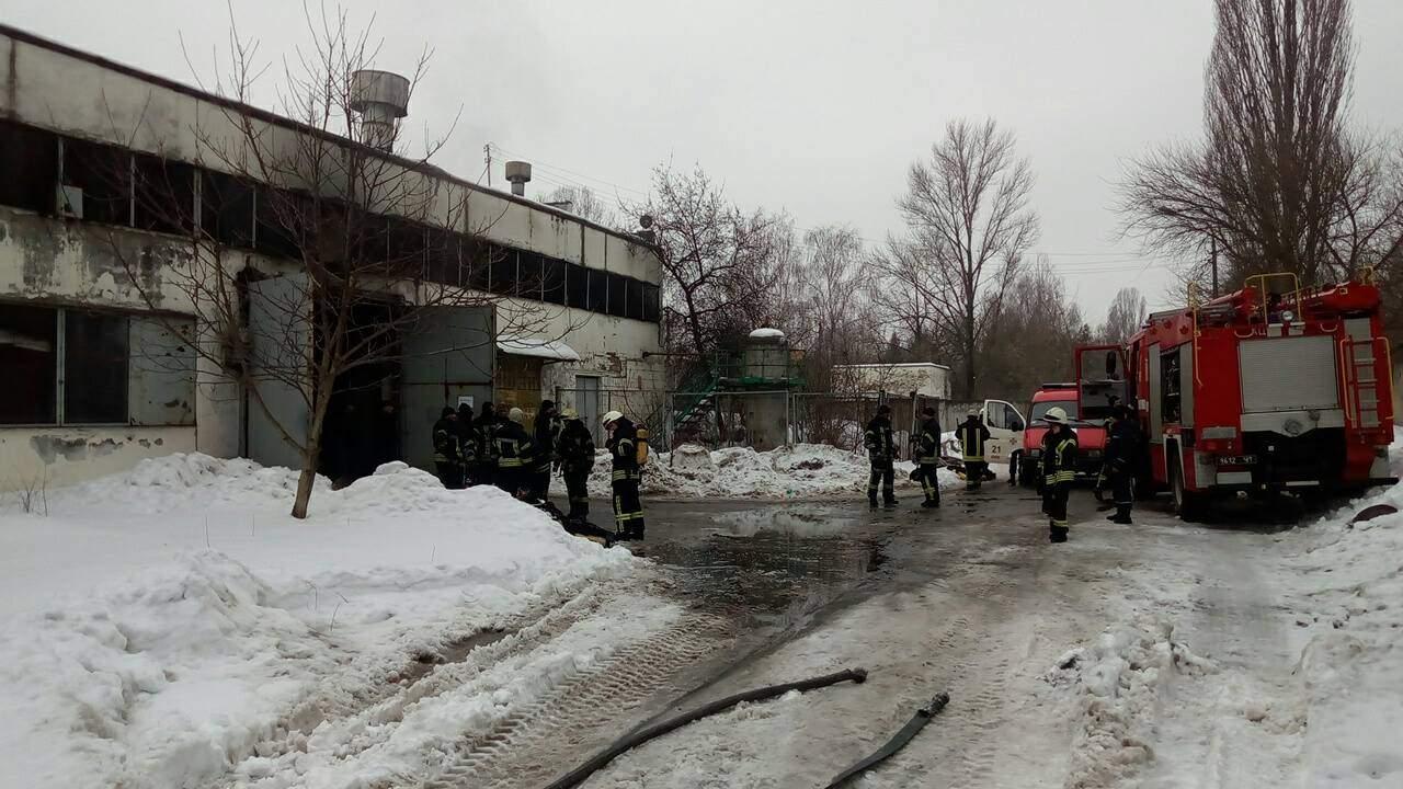 В Киеве вспыхнули гаражи с общественным транспортом, 4 автобуса сгорели полностью