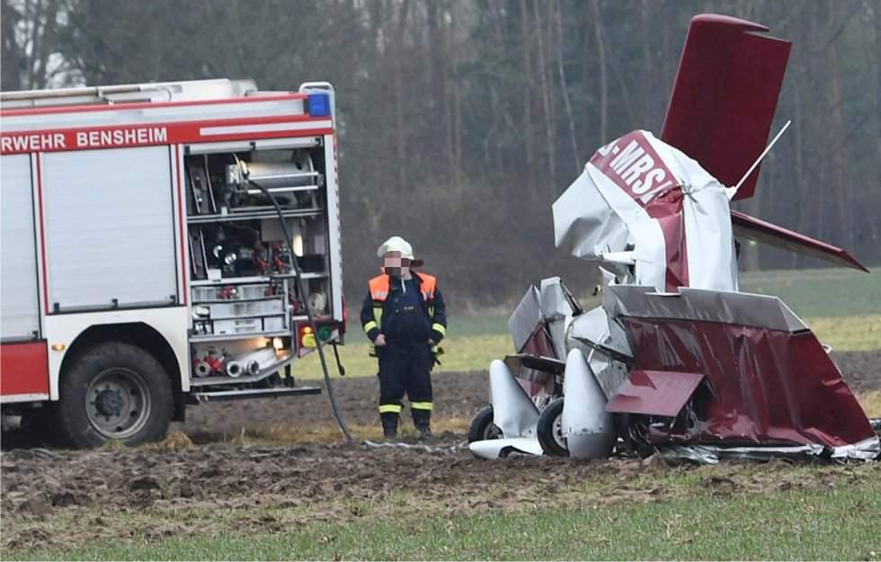 В Германии в результате крушения легкомоторного самолета погибли два человека (фото)