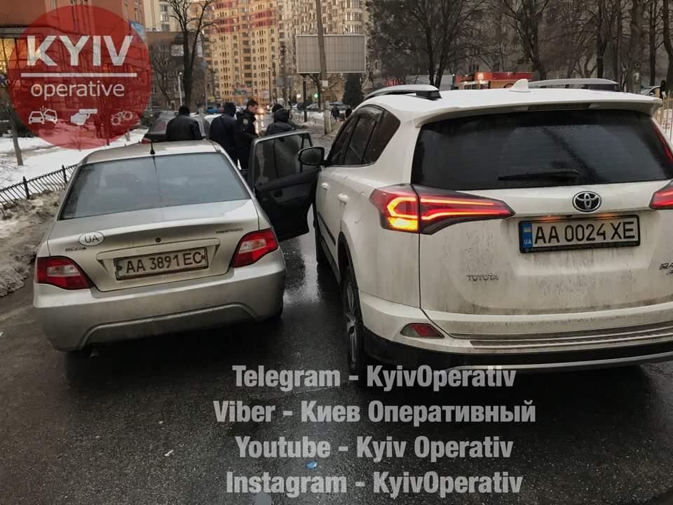 В столице иностранка инициировала ДТП и обвинила невиновного водителя (фото)