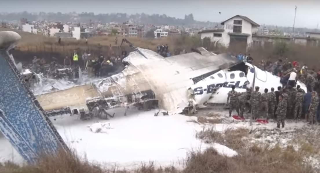 Стали известны ужасающие последствия авиакатастрофы в Непале (Видео)