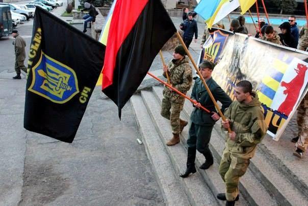 Националисты из «Карпатской Сечи» преследуют участников акции за права женщин
