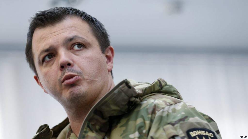 Семенченко рассказал о содержимом сумок, которые он вынес до штурма палаточного городка под ВР (видео)