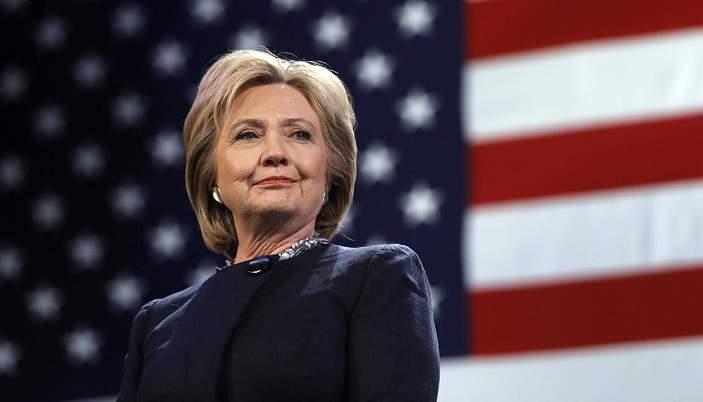 Хиллари Клинтон получила серьезную травму во время турне по Индии (видео)