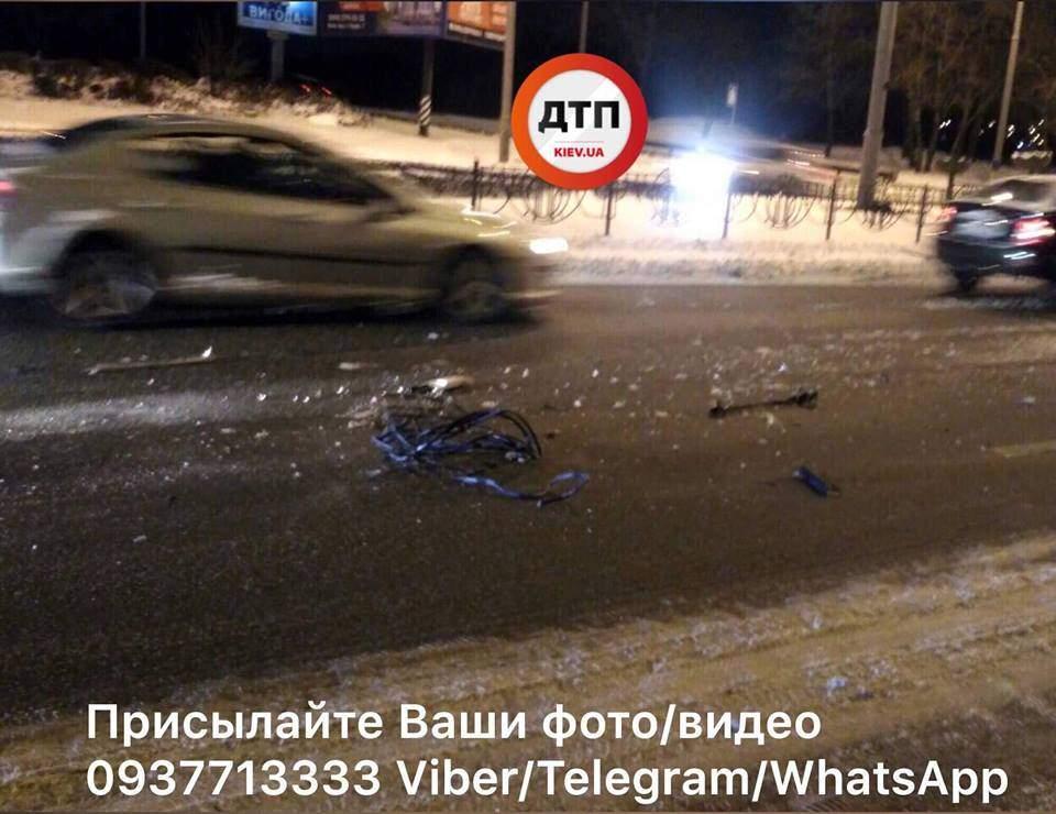 В Киеве произошло тройное ДТП (фото)
