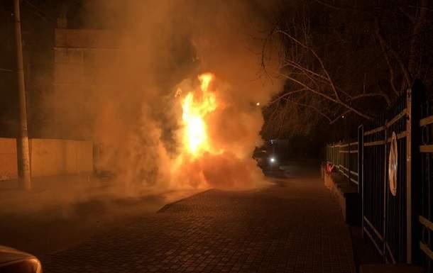 В Одесской области неизвестные сожгли элитный автомобиль депутата от