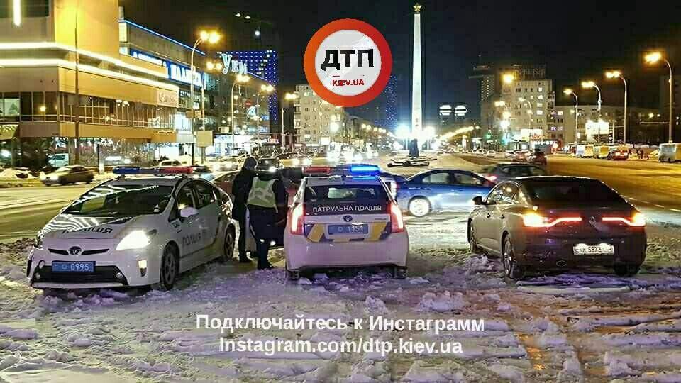 В Киеве  произошло ДТП с участием автомобиля патрульной полиции (фото)