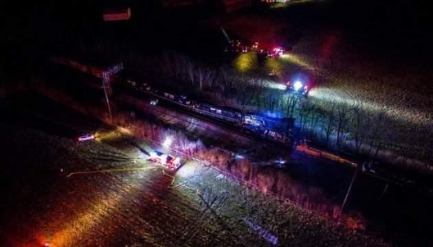 В США столкнулись и сошли с рельсов два товарных поезда: есть пострадавшие