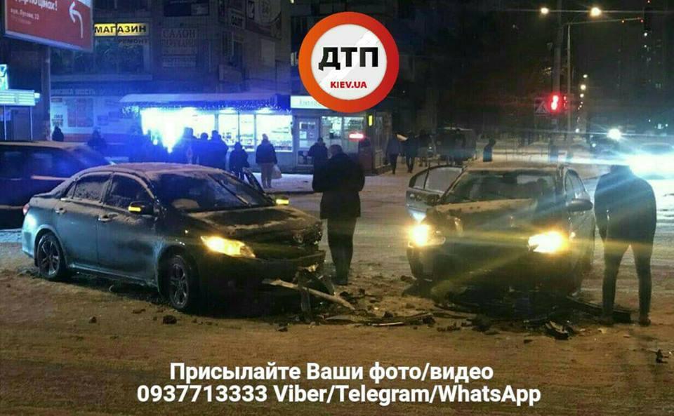 ДТП в Киеве: не поделили перекрёсток Toyota и Hyundai (фото)