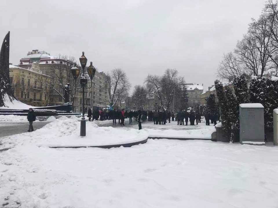 Во Львове военные пенсионеры вышли на акцию протеста (Фото)