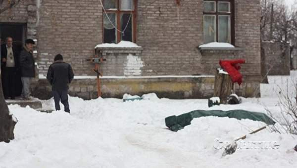 В Днепропетровской области во дворе одного из жилых домов в течение недели простоял гроб с телом покойницы