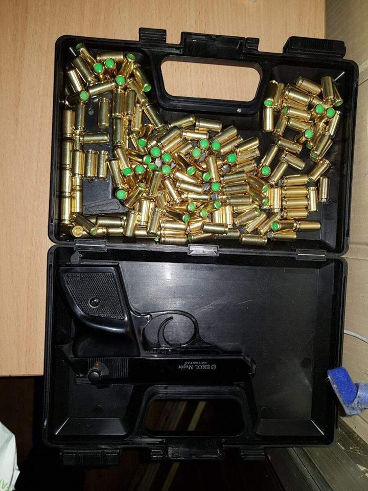 Украинские пограничники задержали два авто с оружием (Фото)