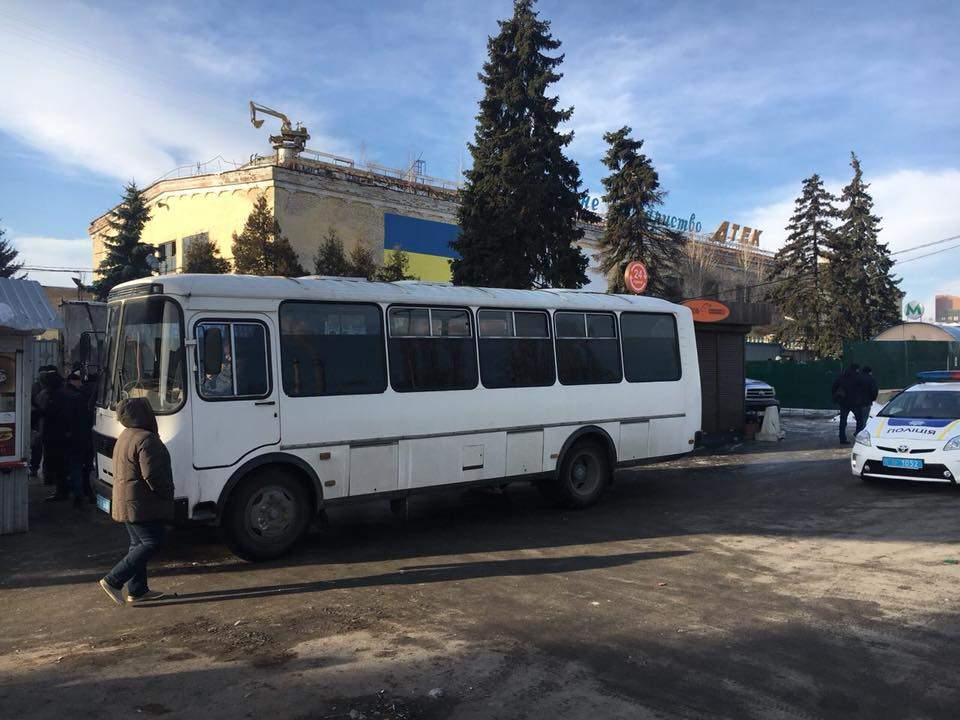 Обыск у Нацкорпуса в Киеве: на территорию прорвались активисты (Видео)