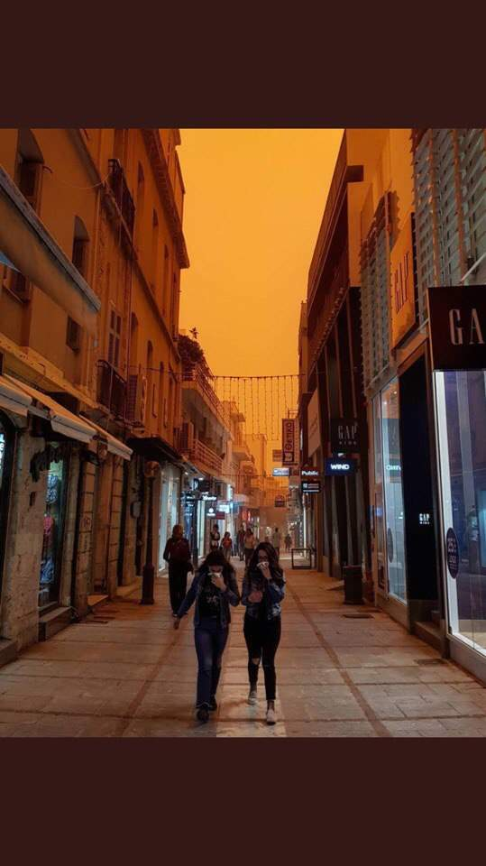 Греческий остров поглотила африканская пыль (фото)