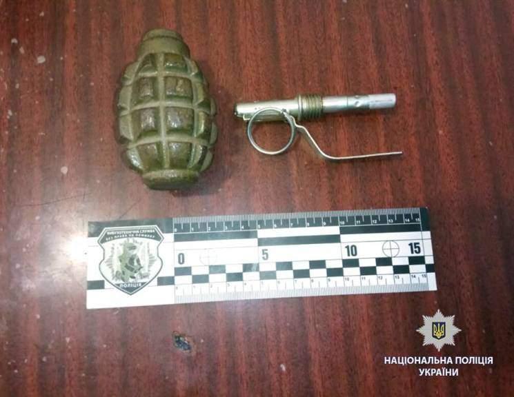 В Харькове задержали мужчину с опасным боеприпасом в руках (фото)