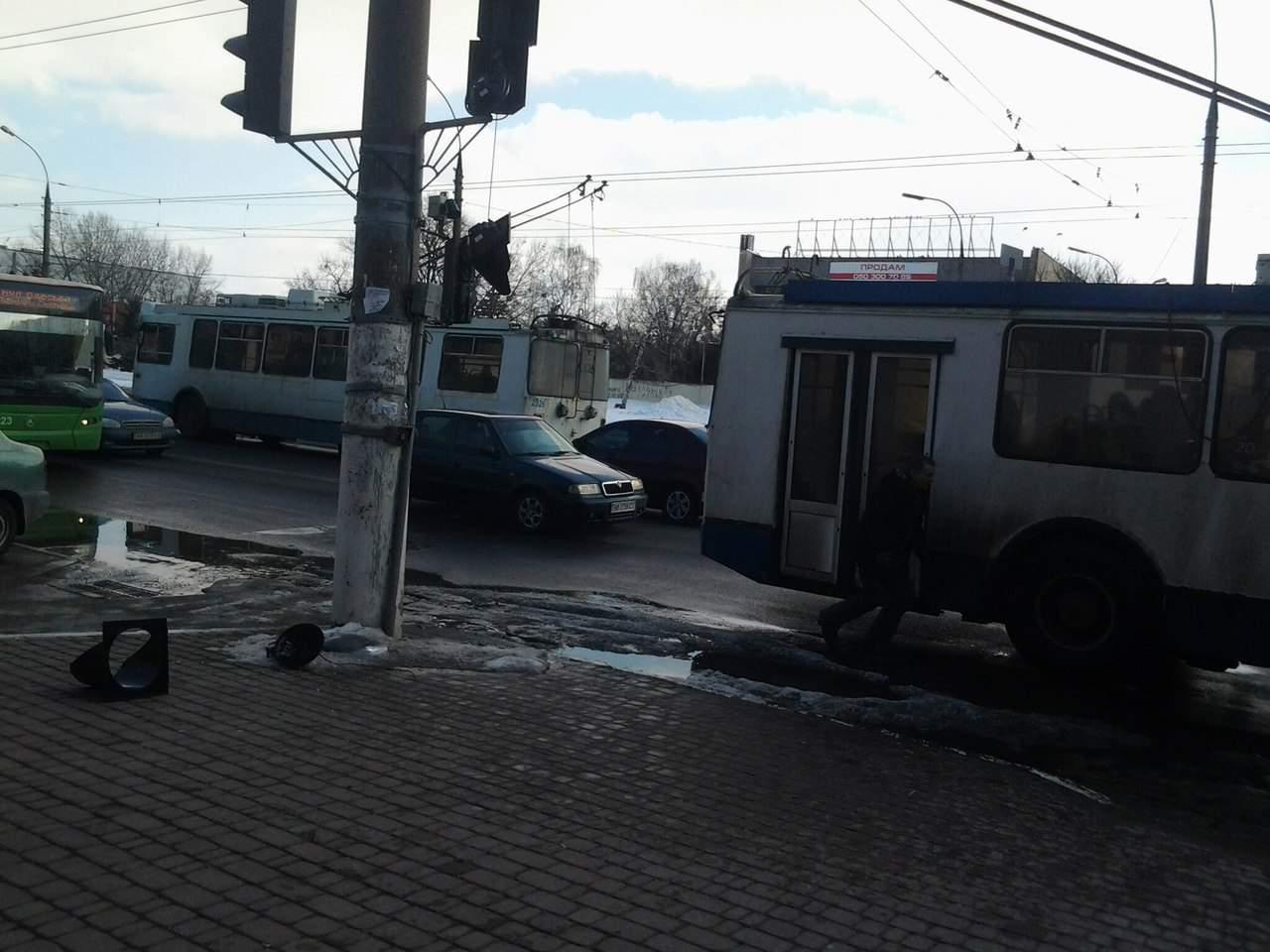 В Харькове у троллейбуса отпали