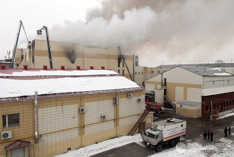 В Кемерово  в результате пожара в торговом центре  погибло пять человек, еще 30 пострадали