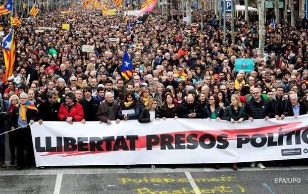 В Каталонии тысячи демонстрантов вышли  в поддержку Пучдемона