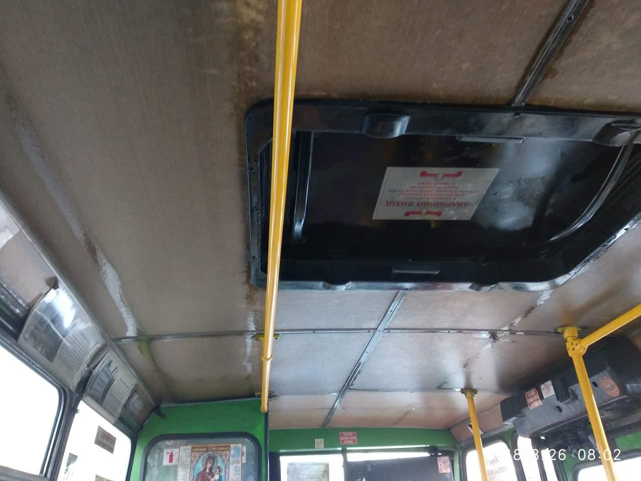 Харьковчане жалуются на дырявые крыши в общественном транспорте (фото)