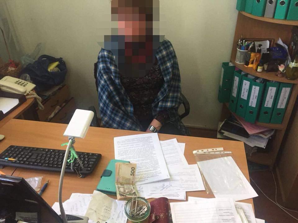Столичного чиновника разоблачили на взятке (Фото)