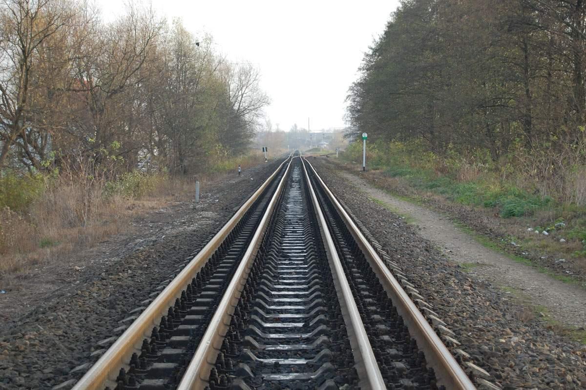 Под Харьковом под колесами поезда трагически погиб мужчина