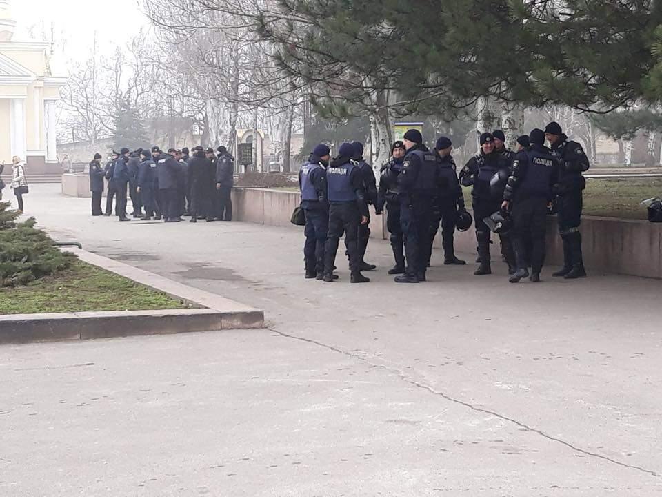 Митинг в Николаеве: на место стянули правоохранителей (Прямая трансляция)