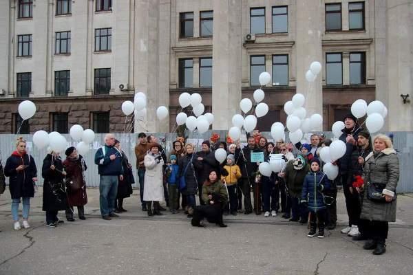 В Одессе почтили память погибших при пожаре в Кемерово