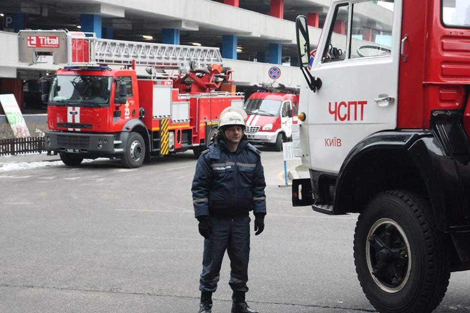 В Киеве провели первую публичную проверку ТРЦ на предмет пожарной безопасности (Фото)