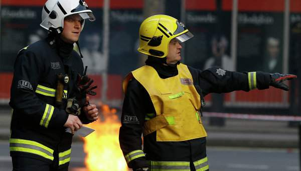 Во Франции прямо на автотрассу упал самолет, два человека погибли