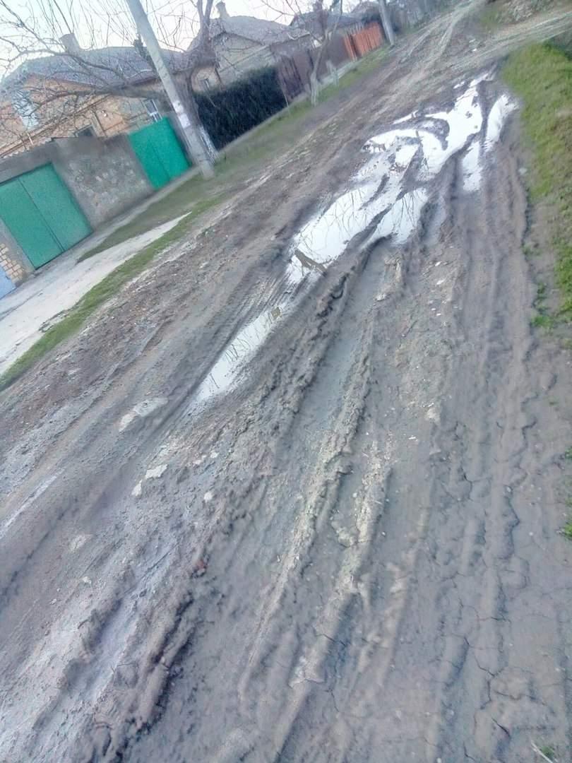 В Одесской области   жители жалуются на состояние дороги по, которой не может заехать ни скорая, ни такси (фото)